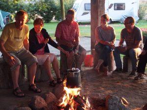 Camping Vorrelveen pruttelkan op kampvuur